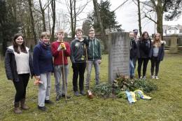 Die AG Jüdischer Friedhof im März 2015 unter Leitung von Simone Sassin und Michael Sandmöller.