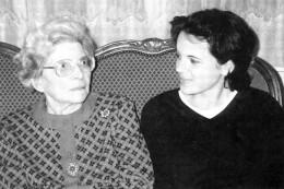 Die erste persönliche Begegnung zwischen Ilse Shindel und ihrer Solinger Briefkorrespondentin, London 1999. Foto: Michael Sandmöller