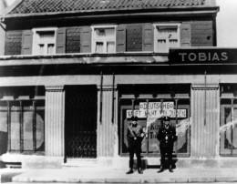Der Judenboykott am 1. April 1933 traf auch das Textilgeschäft von Albert Tobias in Solingen-Wald. Quelle: Stadtarchiv Solingen